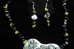 Polymer-pendent-with-onyx-and-peridot-chip-scaled